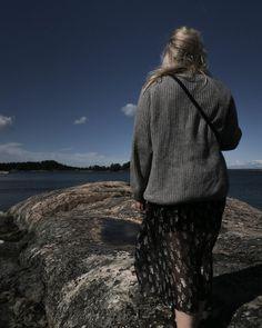 """Katri Ahlman 〰️ Tyylialkemisti on Instagram: """"Eilen iltalenkillä tuntui ensi kertaa syksyltä.🍂"""" Raincoat, My Style, Instagram, Fashion, Rain Jacket, Moda, Fashion Styles, Fashion Illustrations"""