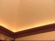 How to Mount Crown Molding to a Tray Ceiling- the rope light is a fun idea Diy Kitchen Lighting, Kitchen Ceiling Lights, Living Room Lighting, Ceiling Crown Molding, Diy Crown Molding, Ceiling Trim, Moulding, Vaulted Ceiling Lighting, Rope Lighting