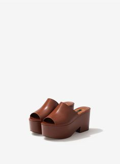 Uterqüe United Kingdom Product Page - Footwear - View all - Leather clog wedges - 69.9