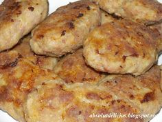 Moldavian meat patties, Romanian meat patties, how to make Moldavian meat patties, how to make parjoale moldovenesti These Moldavian meat patties (parjoale moldovenesti) are very popular in Romania… Meat Recipes, Cooking Recipes, Hungarian Recipes, Romanian Recipes, Romanian Food, Ground Meat, Slice Of Bread, Tray Bakes, I Foods