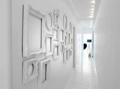 White decorating ideas, white paint colors and white picture frames add a lot of light to wall decoration ideas, creating brighter room design and decor Empty Picture Frames, Empty Frames, Old Frames, White Frames, Vintage Frames, Empty Wall, Picture Wall, Antique Frames, Photo Wall