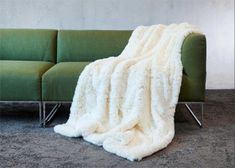 Frontansicht von Plaid Awassi in White off White Off White, Plaid, Blanket, Design, Fluffy Rug, Home Accessories, Nice Asses, Chess, Scotch