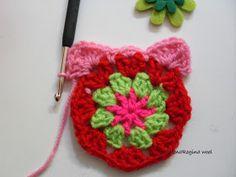 ElenaRegina wool: Portatutto fiorellosi Crochet Handbags, Crochet Earrings, Crochet Patterns, Wool, Crafts, Anna, Key Chains, Craft, Easy Crochet Blanket