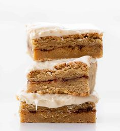 Cinnamon Roll Blondies are blondies with a layer of cinnamon-sugar mixture in the middle and topped with whipped cream cheese frosting. Blondies, Cake, Bars, Cinnamon Roll, Cinnamon Roll Desserts, Dessert, recipes, i am baker, iambaker