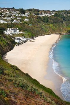 Carbis Bay Beach Photo - The beach is surrounded by sub-tropical vegetation, making this location one of the most attractive in Cornwall