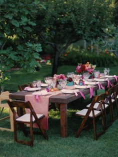 Another table option, has more of the backyard feel to it #bridalshower #polkadotdesign