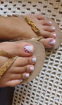 29 Fotos de Unhas com Flores Bonitas Pedicure Nail Art, Foot Pedicure, Pretty Toe Nails, Cute Toe Nails, Pretty Toes, Toe Nail Color, Toe Nail Art, Nail Art Diy, Feet Nail Design