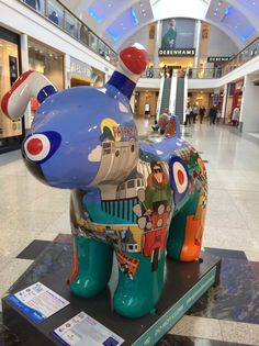 Brighton Mod Dog portrays the close relationship that existed between the Mods of the 1960s and Brighton, and a partnership which is still being celebrated 50 years later. Location: Churchill Square (inside) Brighton ~ Snowdogs by the Sea ~