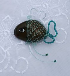 Rybička pro štěstí -  stone decorated with wire