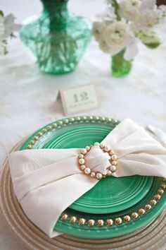 Love the napkin wrap and Pearls!! Napkins at www.cvlinens.com