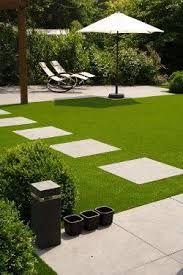Afbeeldingsresultaat voor grote tegel tussen gras