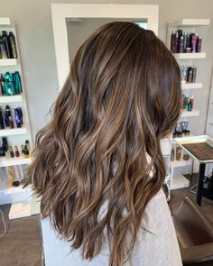 Long Wavy Ash-Brown Balayage - 20 Light Brown Hair Color Ideas for Your New Look - The Trending Hairstyle Brown Hair Balayage, Brown Blonde Hair, Hair Color Balayage, Hair Highlights, Ombre Hair, Light Brunette Hair, Brown Hair With Lowlights, Soft Balayage, Dyed Hair Brown