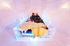 """Conhecer a Noruega é uma experiência diferente de tudo o que você já viu. O país tem uma das paisagens mais encantadoras do mundo e surpresas que tornam uma viagem inesquecível. Imagine, por exemplo, passar suas férias em um hotel feito inteiramente de gelo, o chamado Sorrisniva Igloo Hotel, que fica a cerca de 20...<br /><a class=""""more-link"""" href=""""https://viagem.catracalivre.com.br/brasil/onde-ficar/indicacao/noruega-tem-hotel-esculpido-no-gelo/"""">Continue lendo »</a>"""