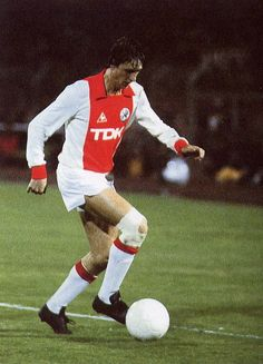 Good Soccer Players, Football Players, Retro Football, Football Soccer, Fc Barcelona, Afc Ajax, Number 14, E Sport, Ac Milan