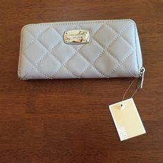 Michael Kors Hamilton Quilt wallet NWT Pearl grey Hamilton quilt Michael Kors wallet Michael Kors Bags Wallets