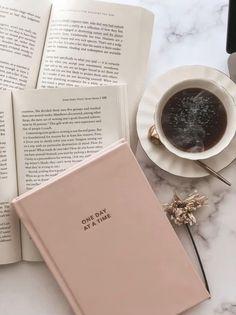 Coffee And Books, Coffee Love, Coffee In Bed, Coffee Break, Morning Coffee, Flat Lay Photography, Coffee Photography, Brown Aesthetic, Aesthetic Food