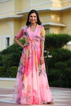 Long Gown Design, Fancy Dress Design, Stylish Dress Designs, Designs For Dresses, Silk Dress Design, Indian Gowns Dresses, Indian Fashion Dresses, Indian Designer Outfits, Designer Dresses