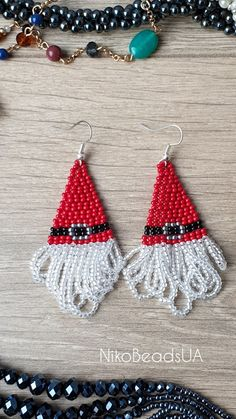 Santa Claus earrings for a Christmas party. Perfect match to an ugly sweater :) Seed Bead Jewelry, Bead Jewellery, Seed Bead Earrings, Fringe Earrings, Beaded Jewelry, Christmas Earrings, Christmas Jewelry, Beaded Earrings Patterns, Beading Patterns