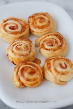 Pizza Rolls So Easy! is part of Pizza Rolls So Easy What Lisa Cooks - Recipe for easy homemade pizza rolls A homemade spin on a kid food favorite that the whole family will love Easy and fast to make Homemade Pizza Rolls, Making Homemade Pizza, Baby Food Recipes, Cooking Recipes, Easy Cooking, Healthy Cooking, Lunch Box Recipes, Skillet Recipes, Pizza Recipes