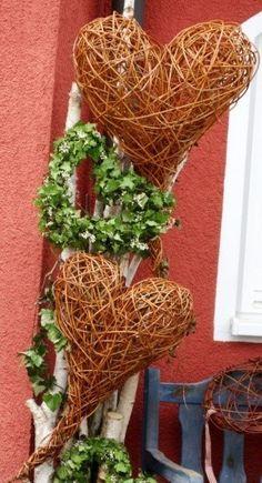 LKW Linda's Kreativwerkstatt, Linda Brauch - Programm 2018 - 2019 Diy Wreath, Grapevine Wreath, Creative Workshop, Pine Needles, Diy Flowers, Grape Vines, Crates, Wicker, Diy Home Decor