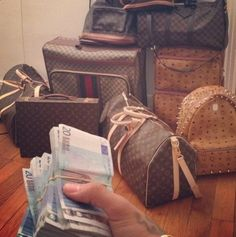 Louie, Gucci, MCM and a stack of €uros