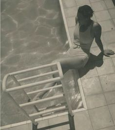 Photo by Jean Moral (1906-1999), 1933, Juliette assise au bord de la piscine, villa de Reynaldo Luza, Formentor, Majorque, Baléares.