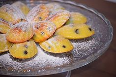 Madeleine cu bucatele de ciocolata pinned onto Food Story Board in Food & Drink Category Romanian Food, Romanian Recipes, Tasty Bites, Eat Dessert First, Food Inspiration, Food And Drink, Sweets, Candy, Healthy