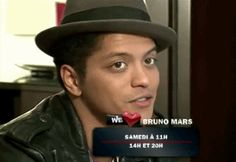 How cute and adorable is he? He charming with that cute smile :) :) :) :) Bruno Mars, Sexy Men, Stars, Smile, Photos, Life, Hipster Stuff, Pictures, Man Candy Monday