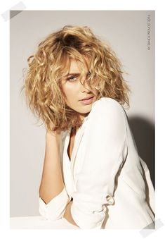 Les plus belles tendances coiffure : comment se coiffer quand on a les cheveux b… The most beautiful hairdressing trends: how to dress when you have curly hair, a good idea of ​​a bob cut – hair hair Curly Hair Cuts, Short Curly Hair, Short Hair Cuts, Curly Hair Styles, Medium Curly Bob, Hair Styles 2016, Medium Hair Styles, Hair 2018, Hairstyles Haircuts