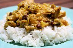 Pollo-al-curry-con-mele,-mandorle-e-uvetta-ricetta-parliamo-di-cucina
