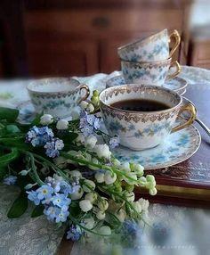 Nadire Atas on Cafe , Tea, Desserts and Lovely Flowers I Love Coffee, Coffee Art, Coffee Break, My Coffee, Morning Coffee, Coffee Cups, Tea Cups, Café Vintage, Vintage Coffee