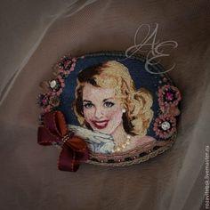 """Купить Вышитая брошь """"Magic smile"""" - брошь ручной работы, портрет, портрет девушки"""