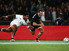Race to the line: Manu Tuilagi and Israel Dagg