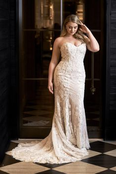 Iskra Lawrence for Justin Alexander. Win the wedding dress of your dreams! Lace Wedding Dress, Western Wedding Dresses, Perfect Wedding Dress, Best Wedding Dresses, Bridal Dresses, Lace Dress, Boho Wedding, Wedding Dresses For Curvy Women, Wedding Skirt