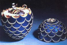 Kelch The Pine Cone Egg, gold, diamonds, platinum, silver, velvet, ivory, enamel, 1900. The pine cone is a symbol of Resurrection. Presented by the entrepreneur Alexander Kelch to his wife Barbara (Varvara) Kelch-Bazanova. Collection Joan Kroc, San Diego, US