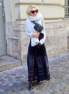 Fashion Over 50, High Fashion, Womens Fashion, Advanced Style, Couture, Summer Wardrobe, Old Women, Lace Skirt, Tulle