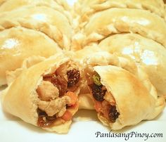 Filipino Empanadas - this recipe works with chicken, beef or pork. I didn't add the chicken bouillon cube. Filipino Dishes, Filipino Recipes, Filipino Food, Filipino Empanada, Chicken Empanada Filipino Recipe, Pinoy Recipe, Cuban Picadillo, Snacks, Philippines