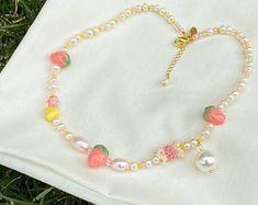 Handmade Pearl Jewelry, Beaded Jewelry, Cute Jewelry, Jewelry Accessories, Wedding Accessories, Bling Bling, Pulseras Kandi, Bracelets Roses, Diy Necklace