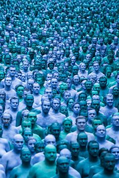 A sea of blue! This is what it looks like when people strip off and paint up for art.Sea of Hull by Spenser Tunick Spencer Tunik, Hull England, Kingston Upon Hull, People Poses, Land Art, Nude Photography, Installation Art, Great Photos, Sculpture Art