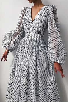 Glamouröse Outfits, Classy Outfits, Fashion Outfits, Ladies Fashion Dresses, Ladies Clothes, Spring Outfits, Pretty Dresses, Beautiful Dresses, Elegant Midi Dresses