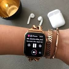 How to use your Apple Watch for fitness. Get the most our of your Apple watch with these tips on activity tracking and more! Apple Watch Fashion, Accessoires Iphone, Apple Watch Accessories, Silver Pocket Watch, Apple Watch Series 2, Best Jewelry Stores, Beautiful Watches, Lifehacks, Fashion Watches