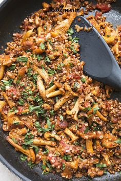 Kaszotto with chanterelles Vegetarian Recipes, Healthy Recipes, Good Food, Yummy Food, Mediterranean Diet Recipes, Easy Food To Make, Vegan Dinners, Cooker Recipes, Food Inspiration