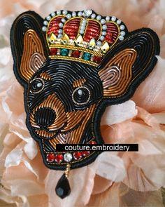 Вышитая брошь с символом нового 2018 года - лучший подарок А для хозяев этих симпатичных миниатюрных домашних питомцев подобная брошь - просто находка ✒Для заказа пишите в Директ или на почту: m_elena@vishivaem.ru #coutureembroideryhouse #coutureembroidery #вышивкаканителью #вышивкамандалы #брошь #couture #вышитаяброшь #домвышивки #вышивканазаказ #hautecouture #designfashion #брошьнановыйгод #вышивканаплатье #вышивкаручнойработы #вышиваем #трунциал #luneville #embroidery #luxury #вы...