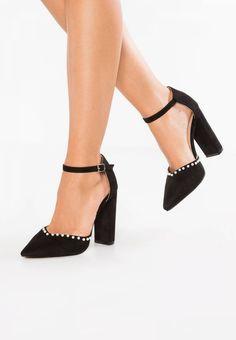 Lost Ink. ALICE PEARL VAMP ANKLE STRAP  - Zapatos altos - black. Suela:fibra sintética. Forma del tacón:bloque. Plantilla:cuero. Puntera:afilada. Detalle:pieza elástica. Estampado:unicolor. Material interior:cuero de imitación/tela. Grosor del relleno:relleno co...