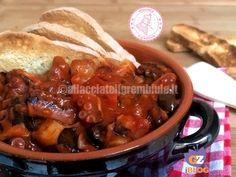 il polpo alla luciana è un piatto tipico della cucina napoletana e che preparavano i marinai di un piccolo paesino chiamato Santa Lucia, facile e veloce.