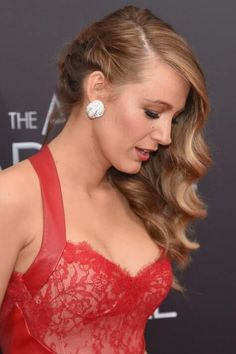 blake lively waves with braid Night Out Hairstyles, Crown Hairstyles, Braided Hairstyles, Wedding Hairstyles, Blake Lively, Wedding Hair Colors, Wedding Hair Pieces, Short Bob Braids, Edgy Updo