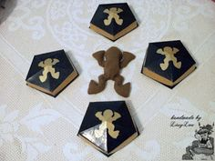 Handmade by Lissy Lou: Chocolate Frogs (inspired by the Harry Potter Series) Box Patterns, Fabric Patterns, Sewing Patterns, Chocolate Frog, Frog Design, Harry Potter Movies, Gold Paint, Fantastic Beasts, Frogs