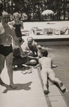 """Farouk and Narriman are pictured frolicking and eating fruits at a swimming pool with friends during their """"honeymoon"""" in the summer of Norbert Schiller Collection/unknown. Old Egypt, Cairo Egypt, Ancient Egypt, President Of Egypt, Arab Celebrities, Egyptian Actress, Weird News, World History, Old Pictures"""