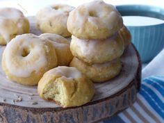 🥠ZUCCHERINI ALL'ANICE🥠, nascono come biscotti da preparare o regalare durante le festività, nei giorni di Pasqua e di Natale. Sono per me biscotti speciali, friabili e profumati, realizzati con liquore e semi di anice. Vengono poi passati, direttamente nel tegame, in uno sciroppo di acqua, zucchero e liquore, presentando così una deliziosa glassatura bianca e zuccherina (da qui il loro nome) 😋. Semi, Biscotti, Doughnut, Desserts, Food, Cooking, Tailgate Desserts, Deserts, Essen