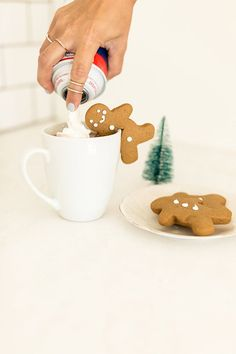 Recipe for the cutest gingerbread mug toppers for the holidays